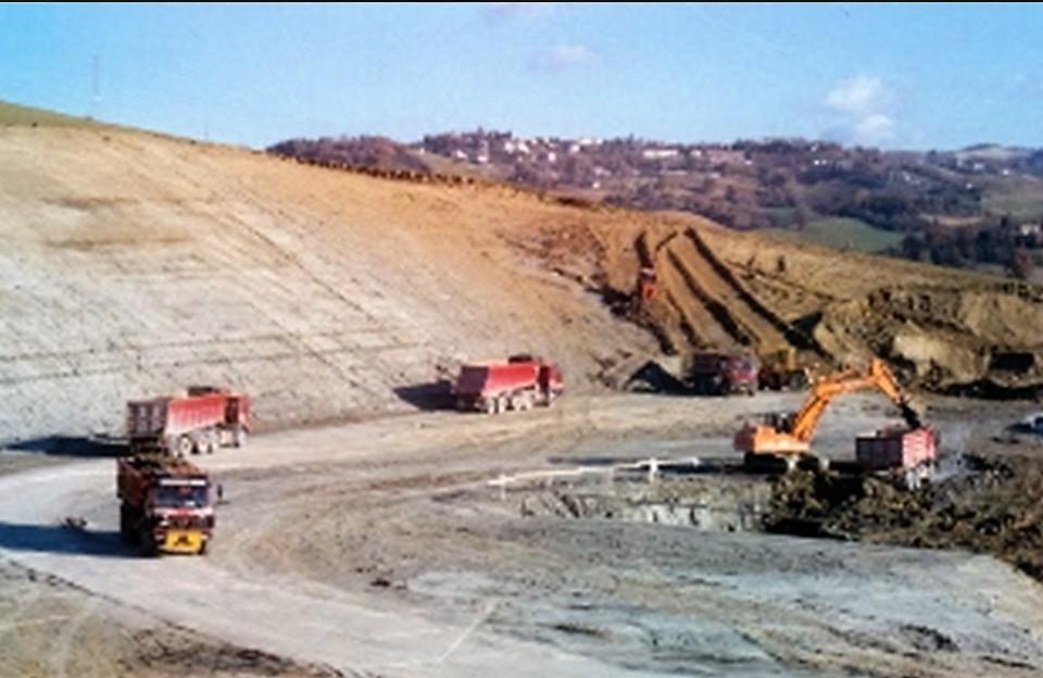esempio di possibile cantiere di movimentazione del materiale si scavo per realizzazione di duna artificiale